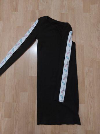 Чёрное платье на девочку, лампасами на рукавах