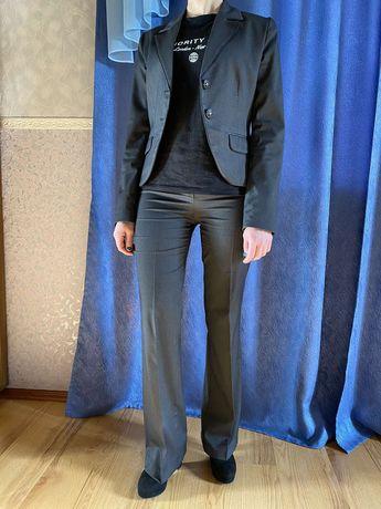 Женский деловой костюм из 4 вещей. Пиджак, брюки, сарафан, юбка