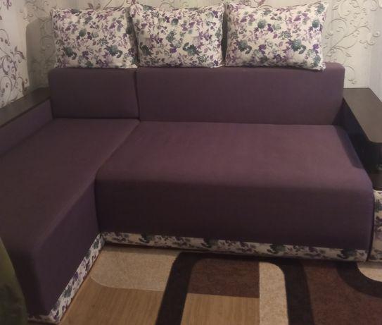Продается мягкий уголок с подушками