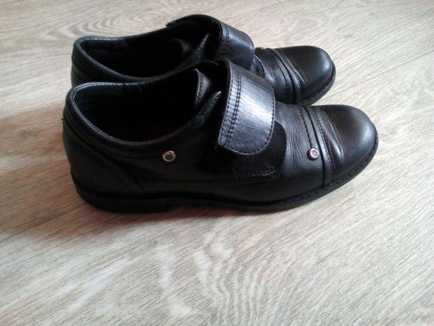 полностью кожаные туфли Bartek 31 р на мальчика