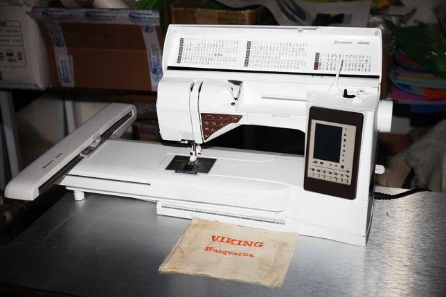 Máquina de bordar e coser