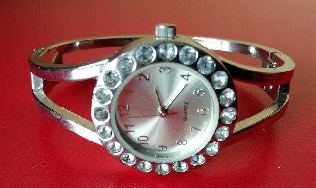 Часы наручные женские QUARTZ