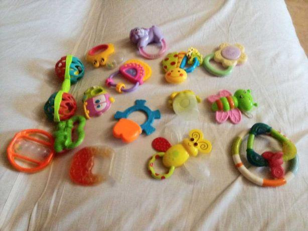 Игрушки- погремушки 14 шт+ 2 жевалки для прорезывания зубов.