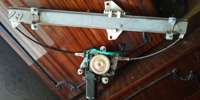Продам заднийстеклоподъемник в сборе с электродвигателем.
