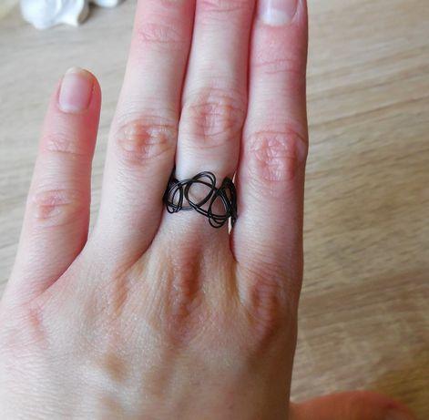 chokerowy pierścionek czarny vintage 90s