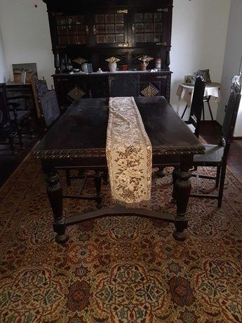 Mesa de sala de jantar em Mogno