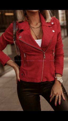 Czerwona kurtka zamszowa ramoneska skaja