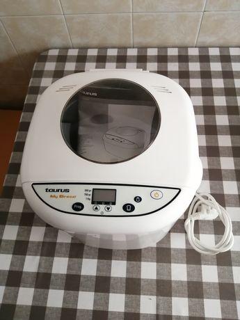 Vendo máquina de fazer pão Taurus como NOVA!