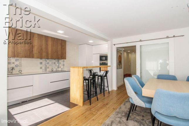 Apartamento T3 remodelado com box para 1 carro na Quinta da Piedade...