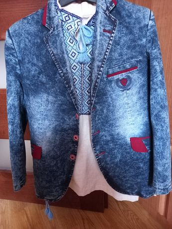 Піджак та вишиванка