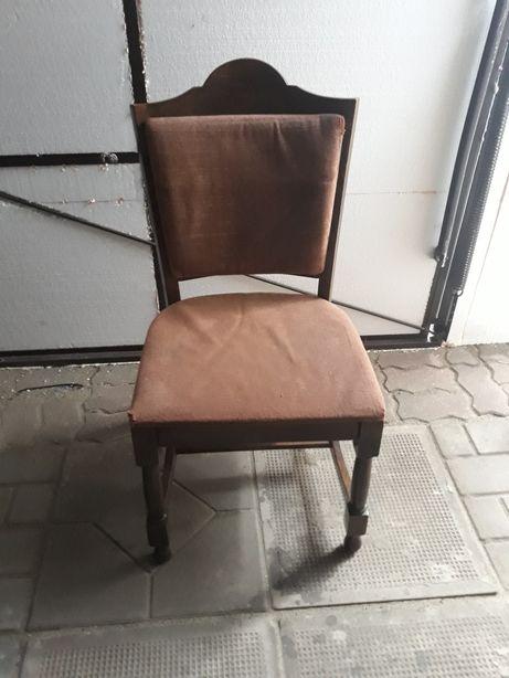 Krzesła tapicerowane do salonu/jadalni