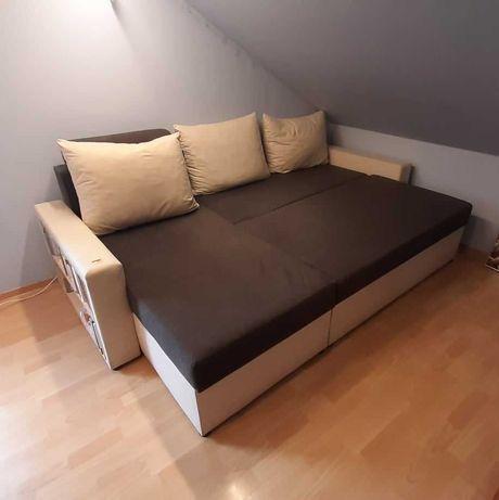 Rozkładana kanapa z półkami
