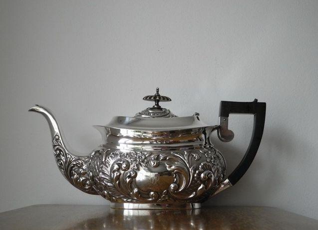 Антикварний срібний чайник