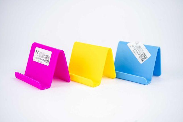 Универсальная пластиковая подставка для смартфонов и планшетов.