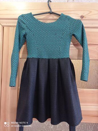 Продам платье на девочку 6-8 лет в хорошем состоянии.