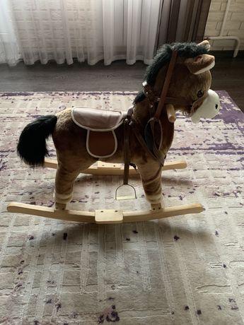 Продаю детскую лошадку