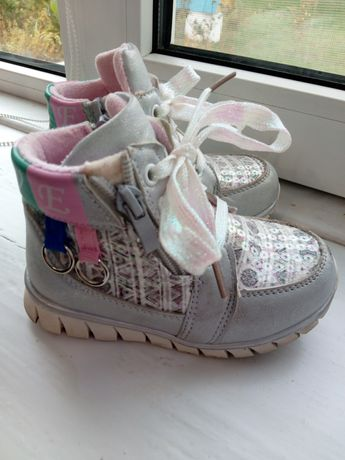 Ботинки для девочки 25 р
