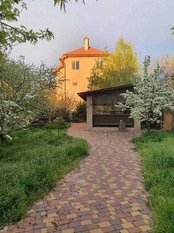 Продается большой  дом с большим участком на 3й Слободской .