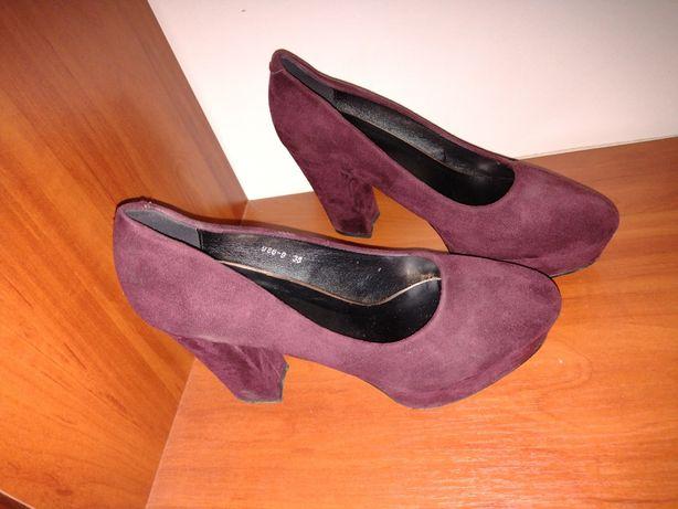 Жіночі туфельки на високому каблуку