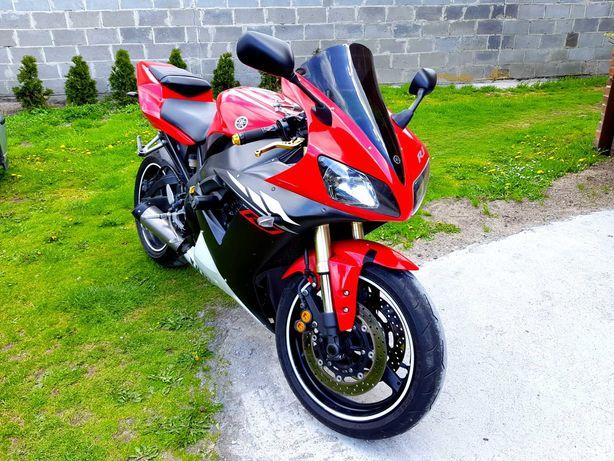 Piękna Yamaha R1 rn09
