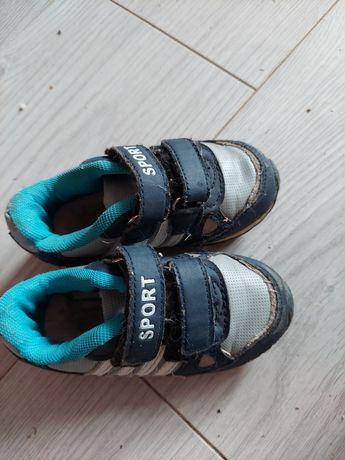 Отдам кроссовки 22 размер для двора