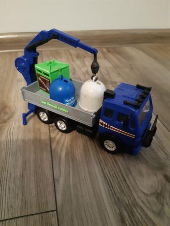 Auto ciężarówka z pojemnikami na śmieci