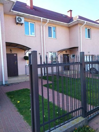 Квартира двухуровневая с двориком и паркоместом, 55 кв.м.- 25 000 у.е.