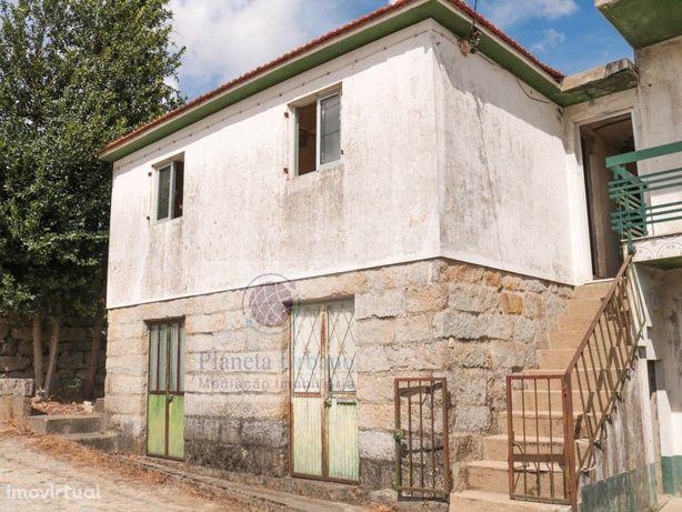 Moradia V3 em Vila Meã para restaurar