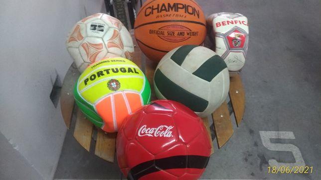 sortido de bolas Basket, praia e futebol