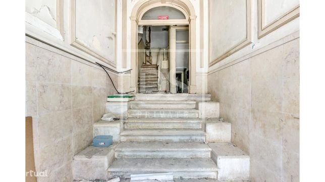 Prédio em Lisboa, com projeto para hotel