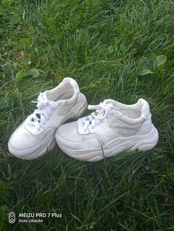 Кроссовки для девочки 33р