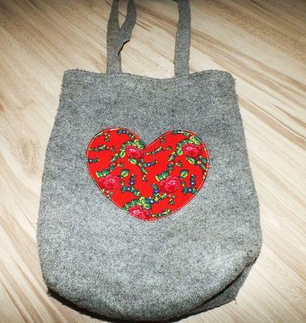 Filcowa torba z sercem szara pojemna