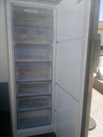 Congelador vertical beko - avariado