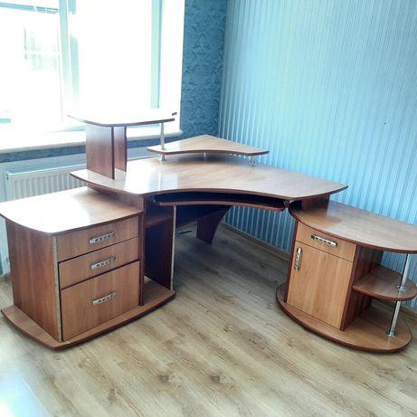 БУ комп'ютерний стіл