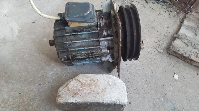 Двигатель 2.2 кВт в рабочем состоянии