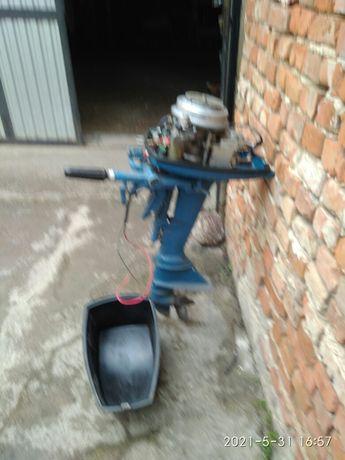 Лодочний мотор Вєтєрок 8Є