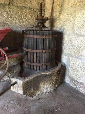 Prensa e esmagador antigo e pedra