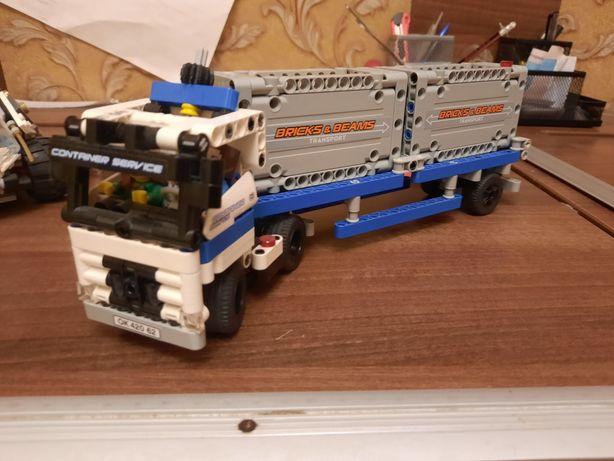 Лего грузовик с двумя контейнерами