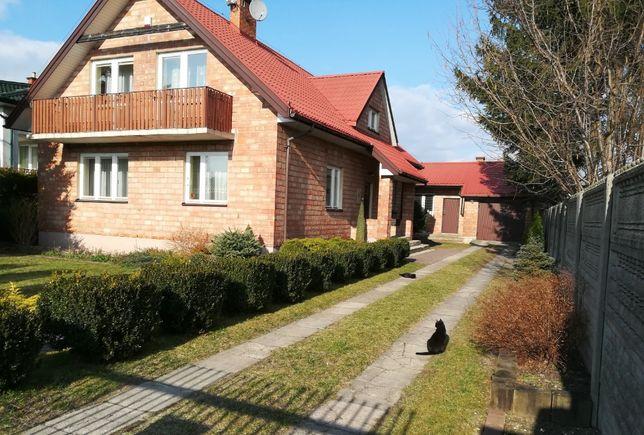 Zadbany dom z poddaszem użytkowym i dużym ogrodem
