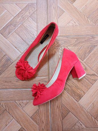 Босоніжки,туфлі, літнє взуття на каблуку
