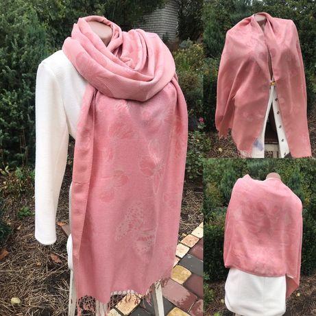Нежно-розовый шарф с бабочками