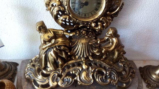 Antigo relógio bronze maciço