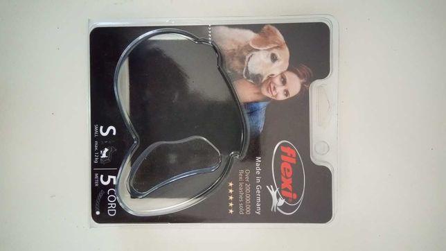 Trela extensível para cães até 12 kg, com corda de 5m.