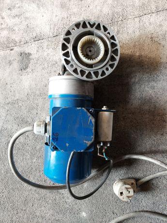 Reduktor z silnikiem