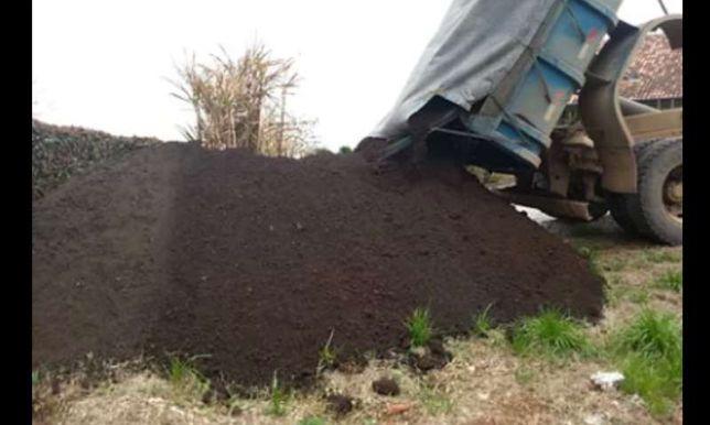 Vendo terra preta, terra vegetal sem pedras ideal para jardins