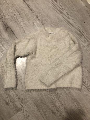 Sweterek wlochaty H&M 134/140 cm