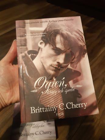 Książka Ogień Brittainy C.Cherry literatura kobieca