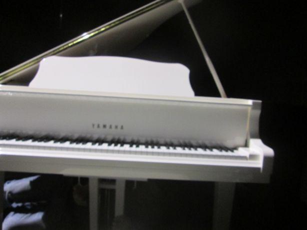 продам белый рояль Yamaha дорого, аренда белого рояля в Киеве,