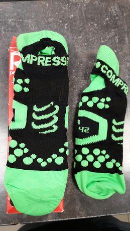 Skarpetki kompresyjne krótkie stópki różne kolory COMPRESSPORT 40-42