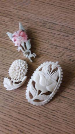 Broszki z kości komplet biżuteria  prl